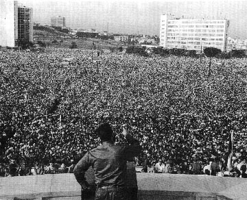 Fidel Castro addressing Havana crowd